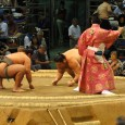 """Une saut """"éclair"""" à Nagoya pour assister à une après-midi de tournoi de Sumo, énorme dans tous les sens du terme ! ;-) / Einen Nachmittag lang an einem Sumo-Turnier beizuwohnen ist ein Erlebnis der speziellen Art! ;-)"""