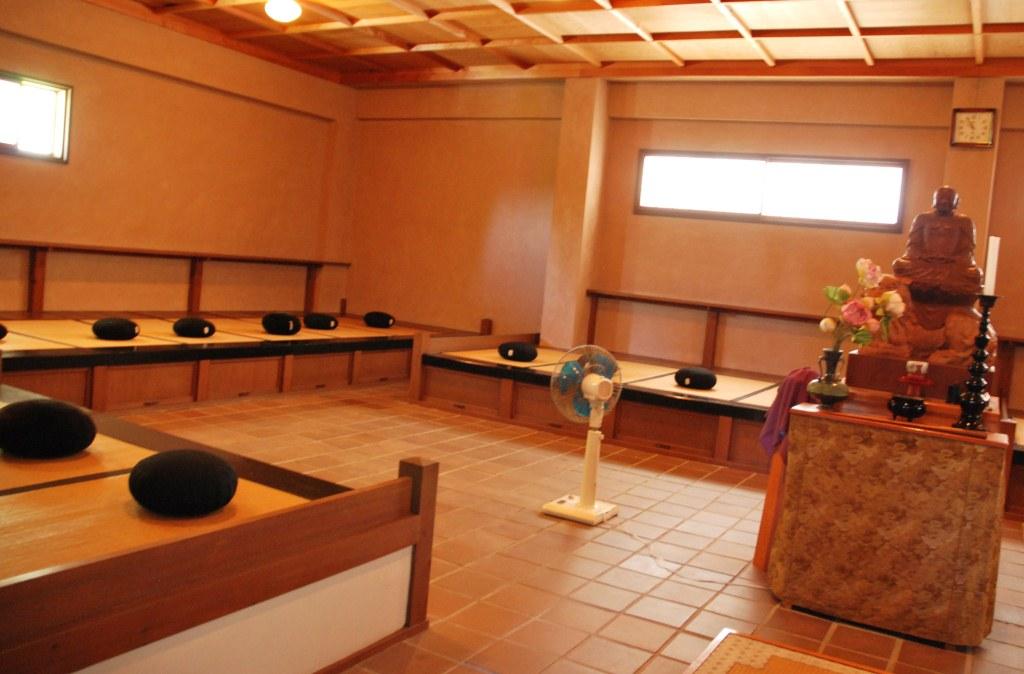salle de mditation salle de m salle de mditation crdit yoga salle de mditation de a zen. Black Bedroom Furniture Sets. Home Design Ideas